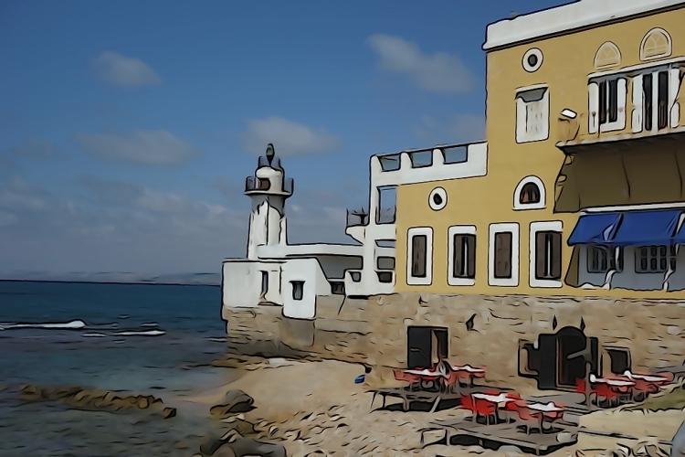 """La veille ville de Sour, appelée """"quartier chrétien"""", comporte quelques ruelles aux maisons colorées. La plupart sont inhabitées ou en mauvais état, d'autres sont inachevées. A la pointe de la vieille ville se trouve l'auberge de Walid, Al Fanar, """"le phare"""" en arabe. Une maison de famille millénaire, un îlot de tranquillité pour nous."""