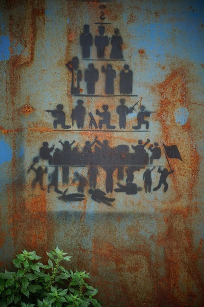 Le peuple qui s'entretue, l'armée, les communautés religieuses, et le pouvoir. Le Liban d'aujourd'hui selon cet artiste ?