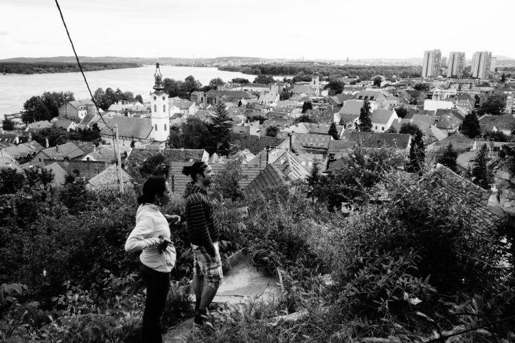 Filip et Myriam admirent la vue sur Zemun et Belgrade