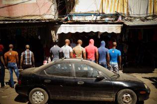 Des mannequins prennent la pose, dans les camps palestiniens de Sabra et Chatila